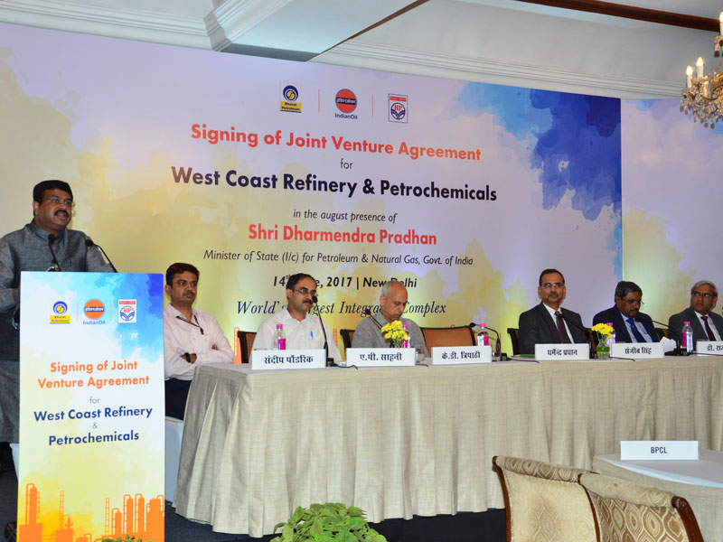 The signing ceremony for the joint venture agreement of the West Coast refinery project was held in June 2017. Credit: Indian Oil Corporation.