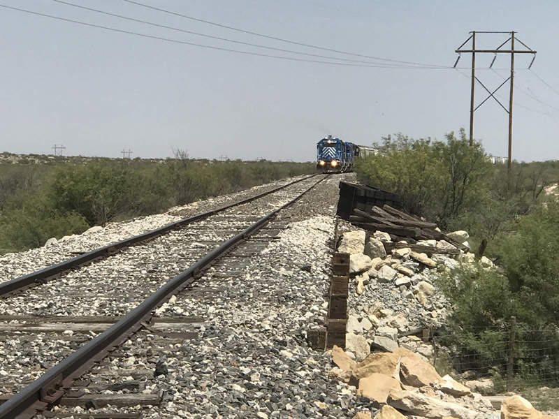 The refinery site is in close proximity to Texas Pacifico Railroad railway line, which will enable easy transportation of refined products. Credit: MMEX Resources.