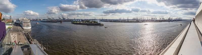 https://commons.wikimedia.org/wiki/File:Hamburg_-_Hafen_Panorama.jpg