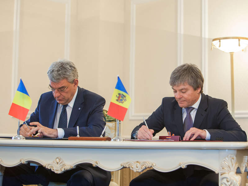 The Prime Ministers of Moldova and Romania signed a MoU in May 2015 to extend the Iasi-Ungheni gas pipeline to Chisinau. Credit: Government of Moldova.