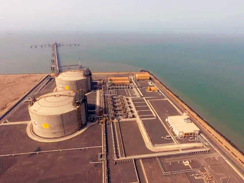 Phase one of the Mundra terminal features two LNG storage tanks. Image courtesy of ITD Cementation India Limited.