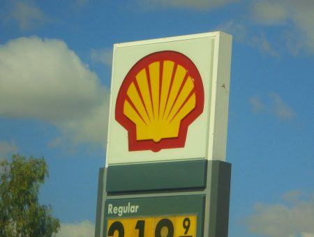 Shell signs deal to sell minority stake in QCLNG for $2.5bn